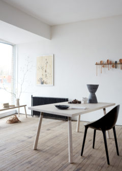 SPLAY DINING TABLE